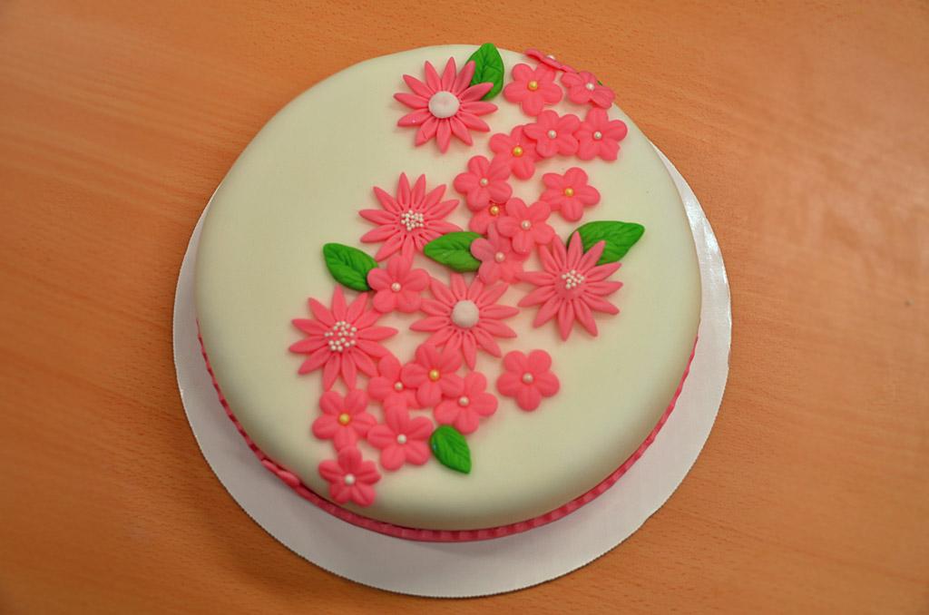 tårta med sockerpasta